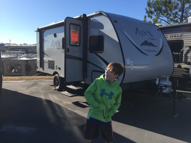 Coachmen Apex Nano 193bhs - The Family Glampers