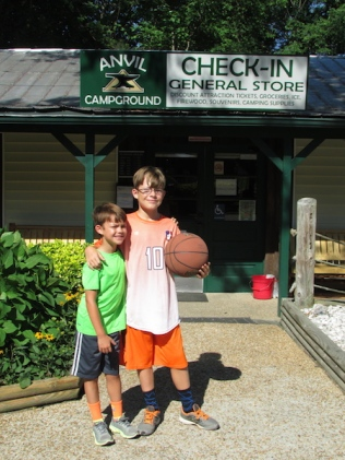Some RV resorts have great family-friendly amenities, like basketball courts and arcades!