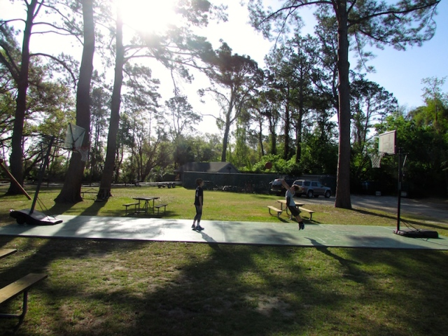 Hilton Head Harbor basketball court - The Family Glampers